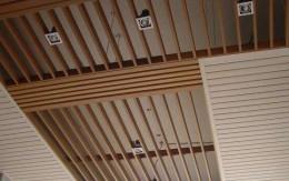 木格栅吊顶好不好_办公室装修吊顶之木格栅的优点及安装_康蓝装饰公司
