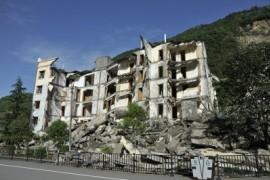 杀人的,不是地震而是建筑