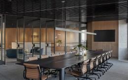 在办公室装修设计时,办公的桌椅该如何选择?